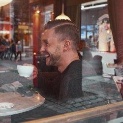 Dating manliga bartender UK online dating gratis